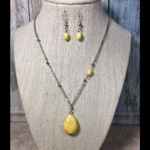 Paparazzi necklace in Silver & Yellow
